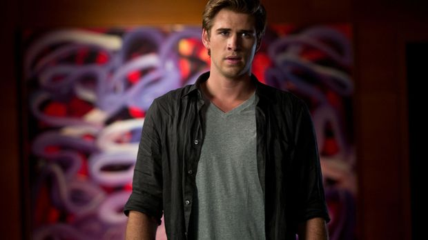 Der begabte Technologie-Experte Adam Cassidy (Liam Hemsworth) will es ganz na...