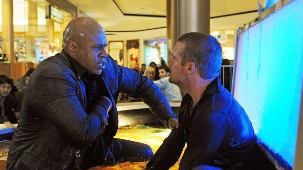 Ein neuer rätselhafter Fall wartet auf Callen (Chris O'Donnell, r.) und Sam (...