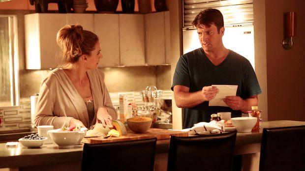 Ein neuer Mordfall beschäftigt Castle (Nathan Fillion, r.) und Beckett (Stana...