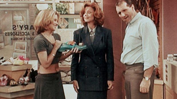 Als (Ed O'Neill, r.) Tochter Kelly (Christina Applegate, l.) blamiert ihren V...