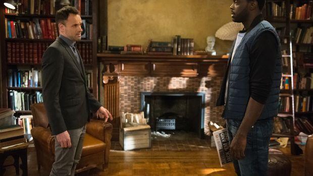 Holmes (Jonny Lee Miller, l.) erfährt Wichtiges über seinen Sponsor Alfredo (...