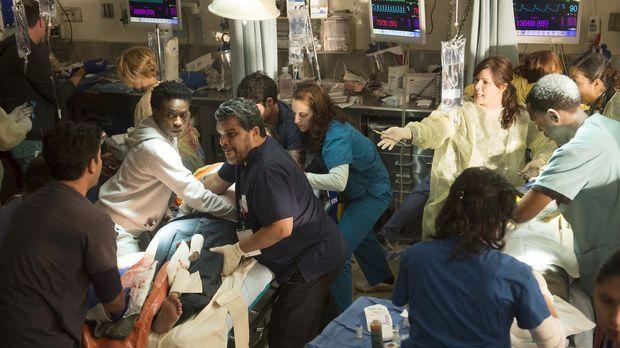 Ausbildungsleiterin Dr. Leanne Rorish (Marcia Gay Harden, r.) konfrontiert ih...