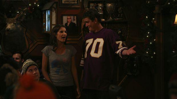 In den Tagen vor Weihnachten hat Robin (Cobie Smulders, l.) heftiges Heimweh...
