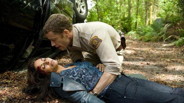 Carter (Colin Ferguson, r.) macht sich große Sorgen um Allison (Salli Richard...