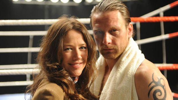 Eigentlich hat Anne (Alexandra Neldel, l.) mit Boxern, auch mit Geld eintreib...