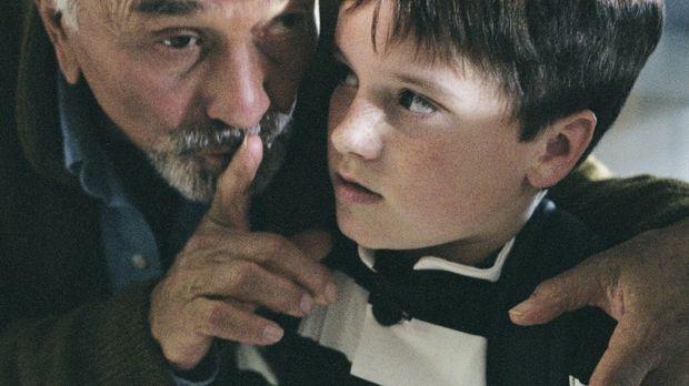 Für James Morse (Peter Falk, l.) gibt es nicht Schöneres, als seinem Enkel (J...