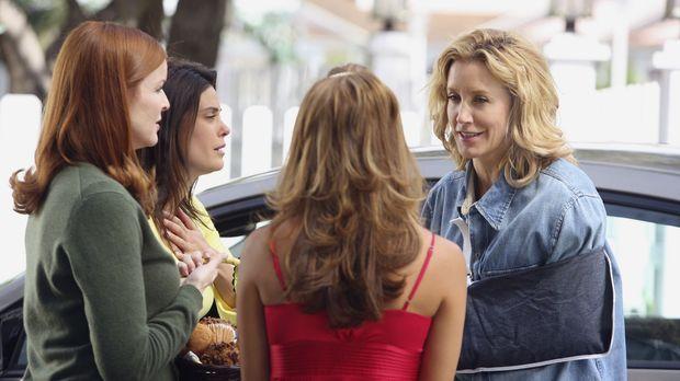 Gabrielle (Eva Longoria, 2.v.r.), Bree (Marcia Cross, l.) und Susan (Teri Hat...