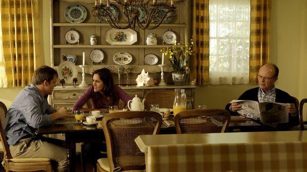 Da Sam (Kyle Bornheimer, l.) bei Mels (Erinn Hayes, M.) Vater Dick (Kurtwood...