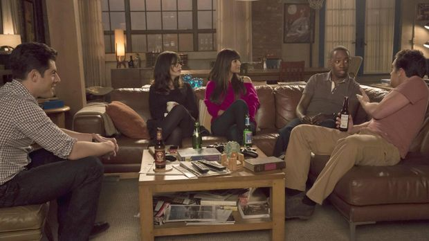 Jess (Zooey Deschanel, 2.v.l.), Nick (Jake M. Johnson, r.), Winston (Lamorne...