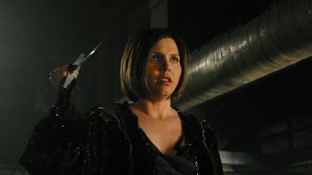 Mit einem Dolch bewaffnet schleicht sich Cordelia (Charisma Carpenter) an Lor...