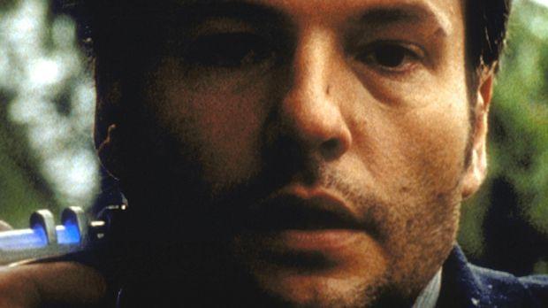 Tom Cooper (Dale Midkiff) erfährt mit jeder weiteren Injektion mehr über sich...