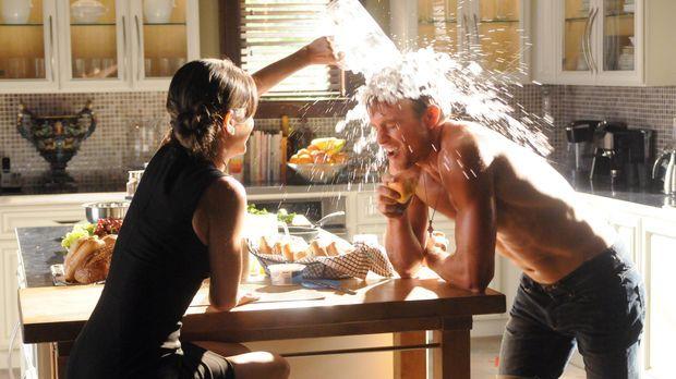 Die ganze Hitzewelle-Sache steigt auch Zoe (Rachel Bilson, l.) zu Kopf: Sie f...