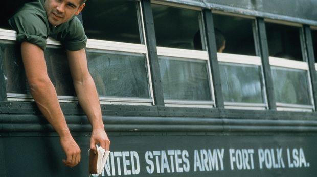 Unermüdlich missachtet Bozz (Colin Farrell) die sadistischen Befehle seiner V...
