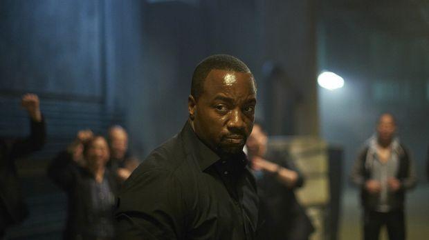 Der erste Besuch im Alpha-Fight-Club verläuft nicht so, wie Bill (Malik Yoba)...