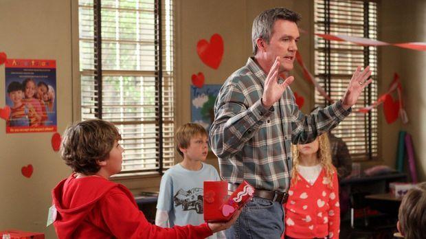 Mike (Neil Flynn) verplappert sich bei der Mutter von Bricks neuem Schwarm un...