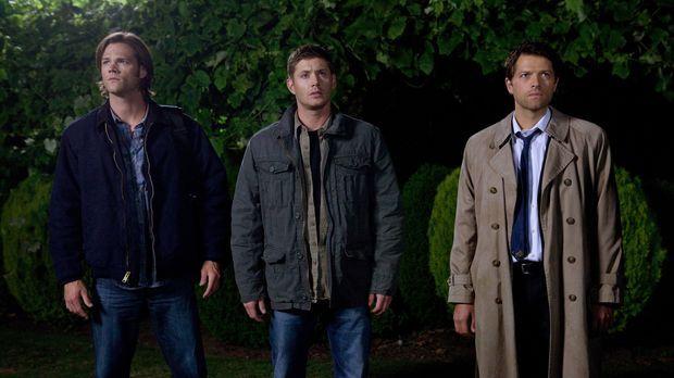 Als Sam (Jared Padalecki, l.), Dean (Jensen Ackles, M.) und Castiel (Misha Co...