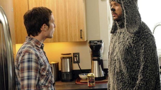 Ryan (Elijah Wood, l.) hat Angst vor seinem Nachbarn, Spencer, da dieser ein...