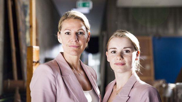16 über Nacht! - Als Claire (Sophie Schütt, l.) ihrem Mann, dem Gymnasiallehr...