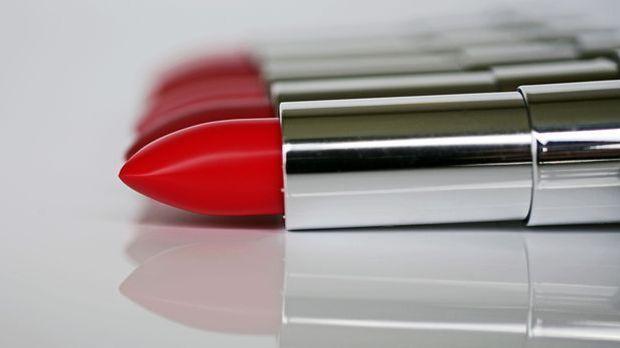 Die verführerischen roten Lippen sind ihr Markenzeichen – und machen sie zum...
