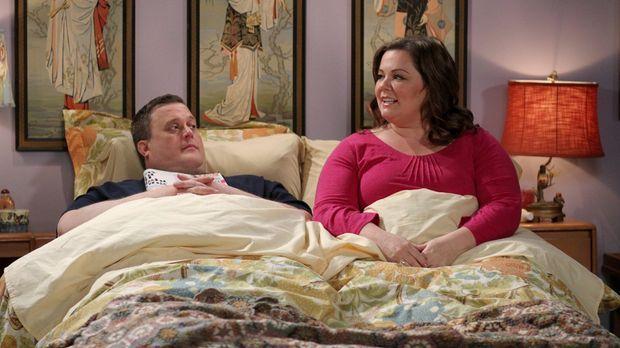 Sind glücklich miteinander: Mike (Billy Gardell, l.) und Molly (Melissa McCar...