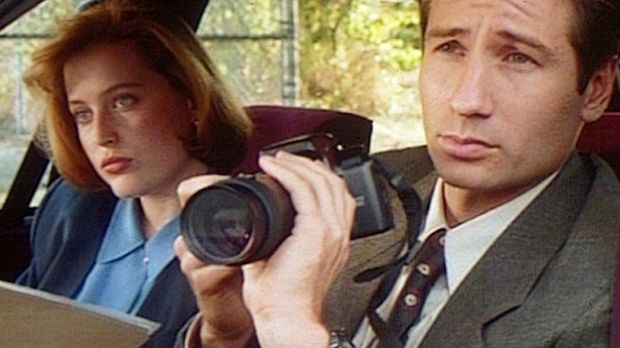 Die FBI-Agenten Fox Mulder (David Duchovny, r.) und Dana Scully (Gillian Ande...