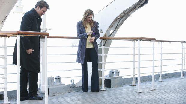 Auf hoher See finden Castle (Nathan Fillion, l.) und Beckett (Stana Katic, r....