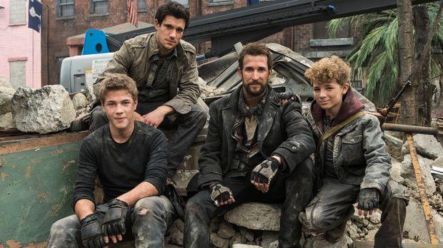(3. Staffel) - Der Kampf ums Überleben geht weiter: Tom (Noah Wyle, 2.v.r.),...