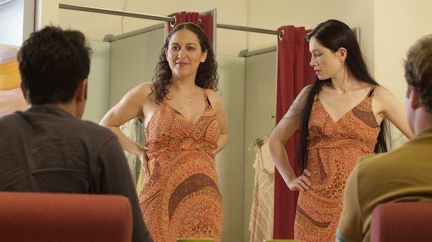 Endlich das passende Kleid gefunden! Aber von wegen Unikat!!! (v.l.n.r.:Thoma...