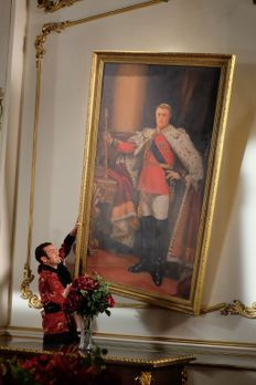 The Royals - Versucht alles, um das Vermächtnis von König Simon zu zerstören:...