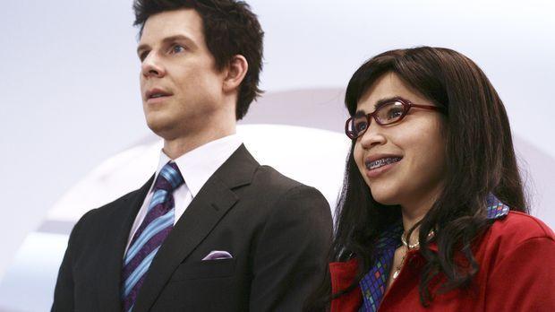 Daniel (Eric Mabius, l.) und Betty (America Ferrera, r.) sollen den japanisch...