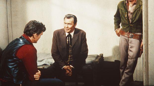 Little Joe Cartwright (Michael Landon, r.) und der Anwalt Fuller (Barry Sulli...