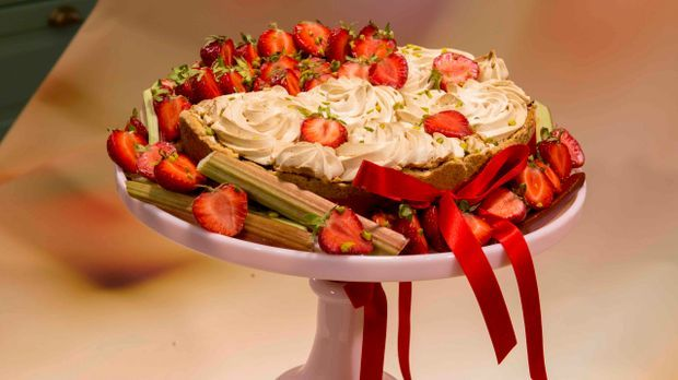 "Mein bester Kuchen – Agnes' ""Erdbeer-Rhabarber-Wolke"""