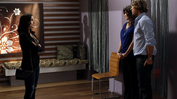Brooke (Sophia Bush, l.) ist geschockt, als sie von den Plänen von Victoria (...