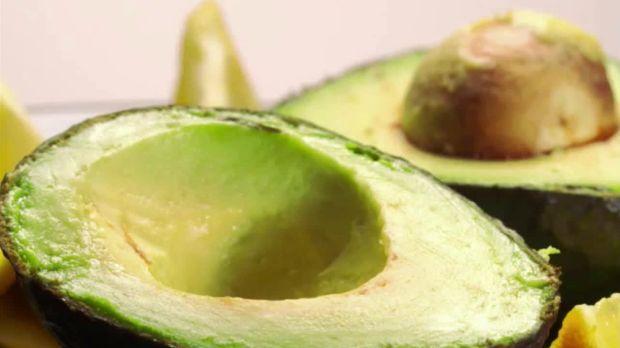so sieht 39 s aus video warum die avocado doch nicht so gut ist wie man denkt kabeleins. Black Bedroom Furniture Sets. Home Design Ideas