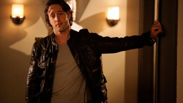 Als Beth erfährt, dass Mick (Alex O'Loughlin) eigentlich ein Vampir ist, weiß...