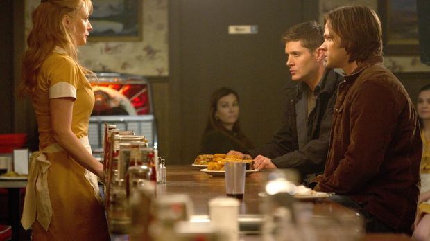 Wie kann Eve (Samantha Smith, l.) es Dean (Jensen Ackles, 2.v.r.) und Sam (Ja...