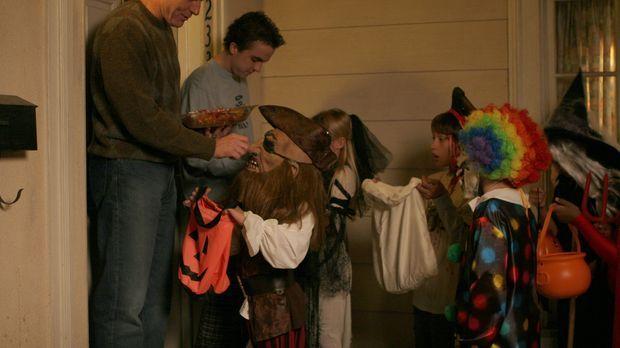 Während Reese und Dewey unterwegs sind, erleben auch Malcolm (Frankie Muniz,...