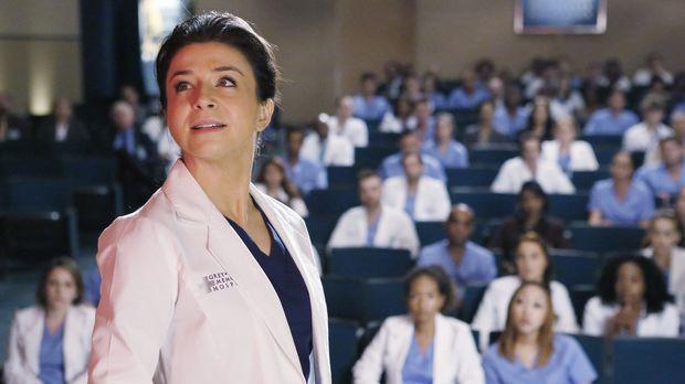 Die Operation von Dr. Hermans Gehirntumor steht an. Amelia (Caterina Scorsone...