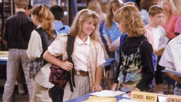 An ihrem ersten Tag in der Junior-High-School müssen D.J. (Candace Cameron, l...