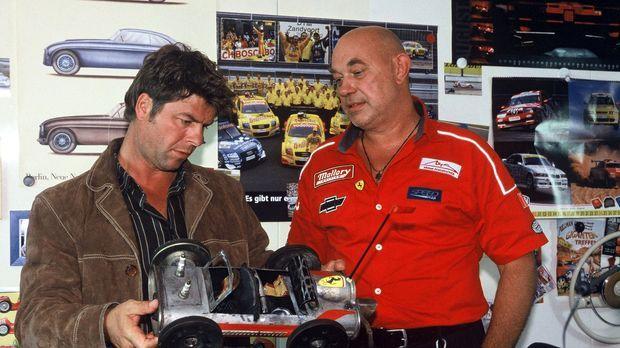 Als auf dem Gelände der Gebrauchtwagenfirma CAR2000 die Leiche von Jochen Rin...