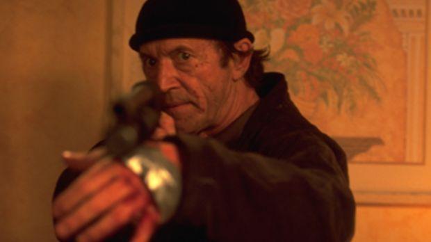 Agent Kirchner (Lance Henriksen) hilft Marvin, einem an einer seltenen Krankh...