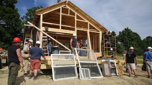 Paulie und das Team sollen ein neues Haus für Kyle Seifert und seinen Vater R...