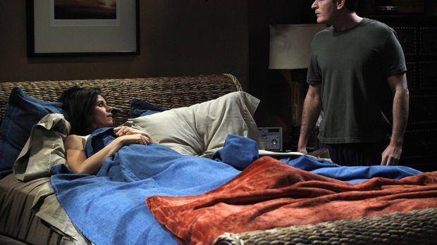 Charlies (Charlie Sheen, r.) Freundin Chelsea (Jennifer Bini Taylor, l.) hat...