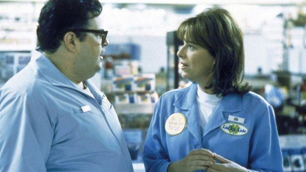 Craig (David Higgins, l.) gibt sich alle Mühe, Lois (Jane Kaczmarek, r.) erfo...
