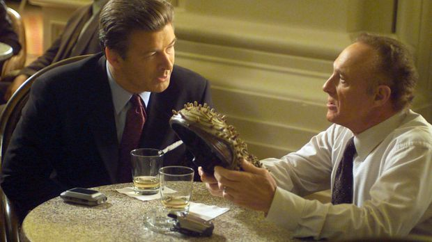Edward (James Caan, r.) beauftragt seinen ehemaligen CIA-Kameraden Jack Kelle...