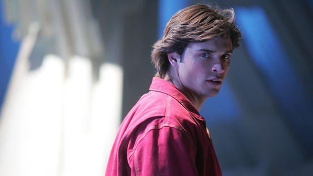 Nachdem er mit seinem Vater Jor-El gesprochen hat, wird Clark (Tom Welling) k...