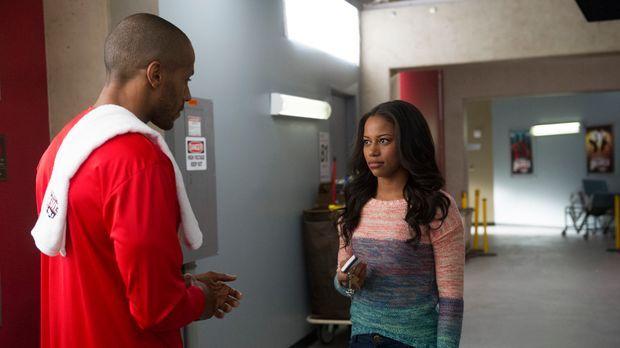 Derek (McKinley Freeman, l.) nutzt jede Möglichkeit, um Ahsha (Taylour Paige,...