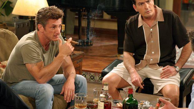 Gute Freunde: Charlie (Charlie Sheen, r.) und Sean Penn (Sean Penn, l.) ... ©...
