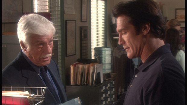 Mark (Dick Van Dyke, l.) und Steve (Barry Van Dyke, r.) sind auf eine interes...