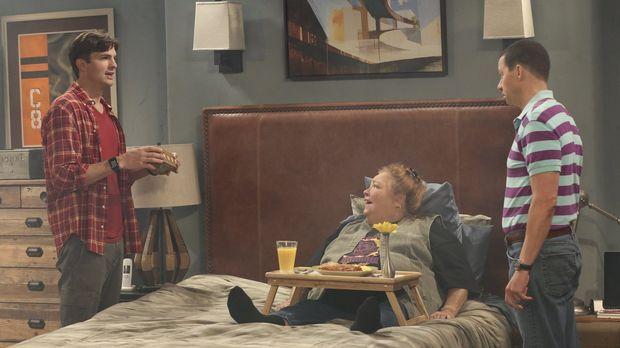 Als Berta (Conchata Ferrell, M.) Probleme mit ihrem Rücken bekommt, wollen Al...